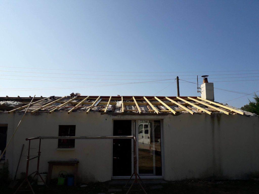 Travaux de rénovation : redressement de charpente.