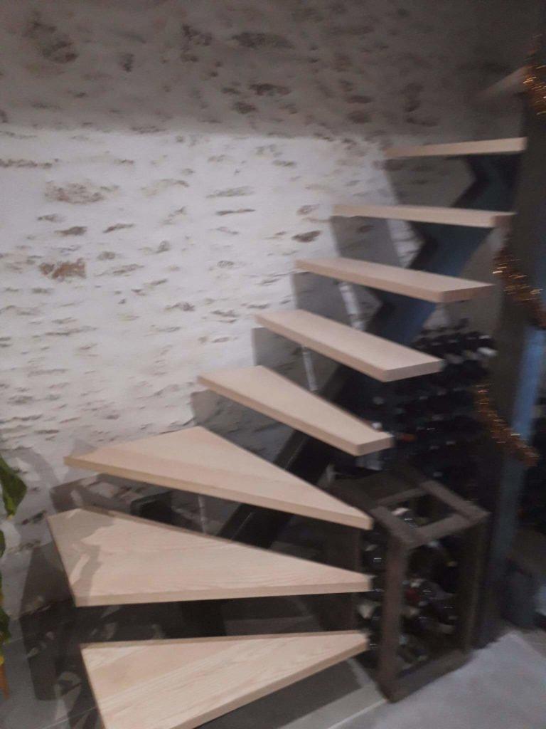 Fabrication de marches d'escalier en frêne sur Froidfond.