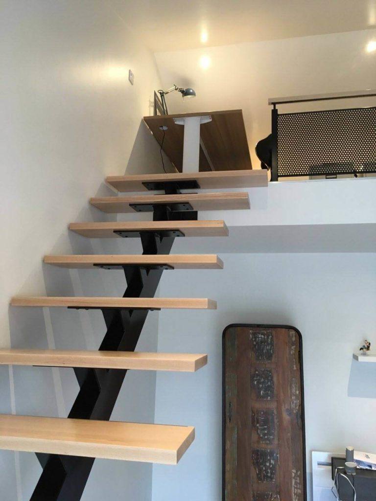 Fabrication de marches d'escalier en hêtre avec main courante sur Froidfond.