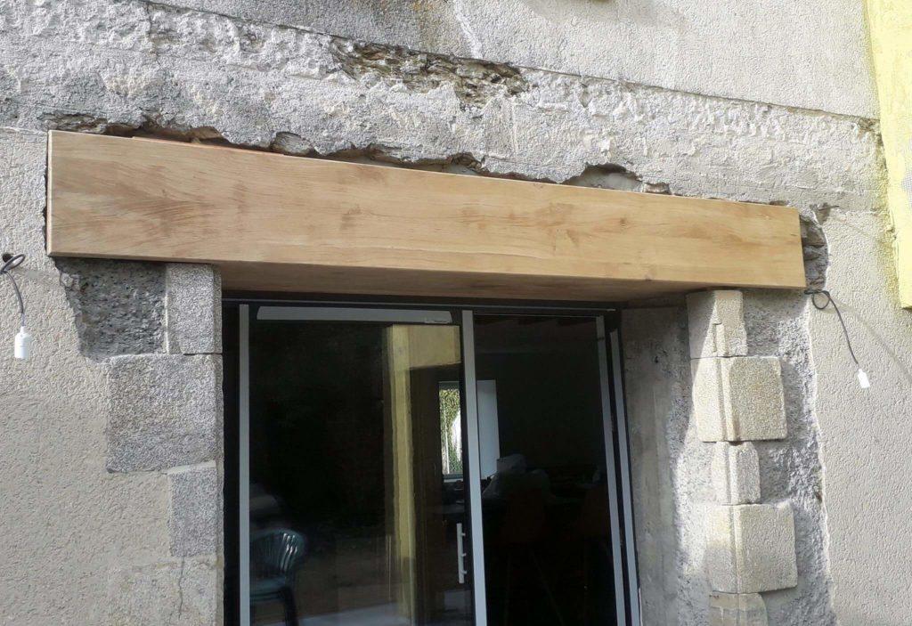 Fabrication d'un linteau en chêne sur Froidfond.