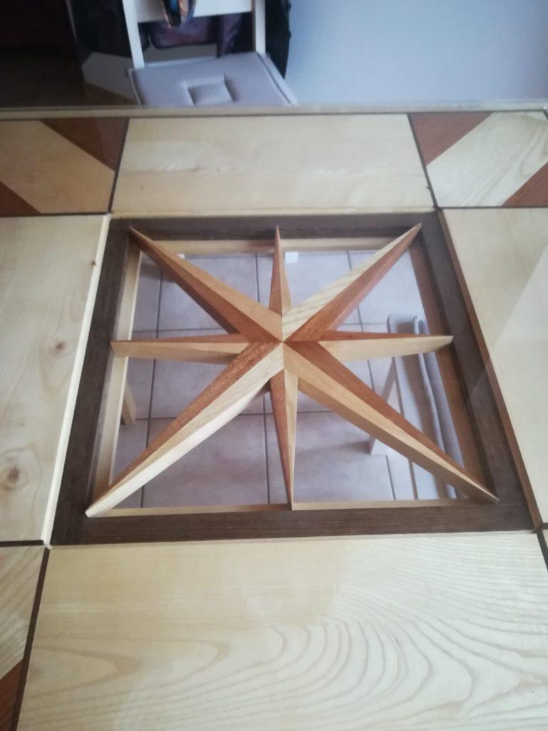 Création d'une table avec insertion d'une rose des vents sur Froidfond.