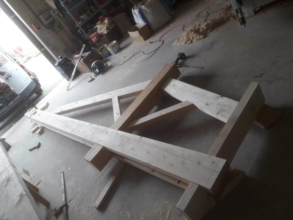 Fabrication d'un préau sur Froidfond.